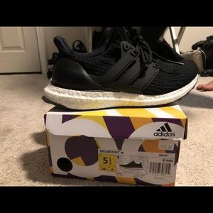 CLEAN Adidas Ultraboost Black and White Size 5.5